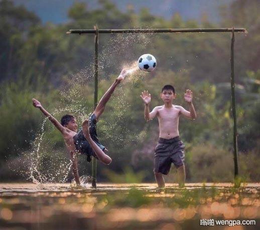 足球是一项危险的运动 要不要禁止?!这肯定不是在中国吧