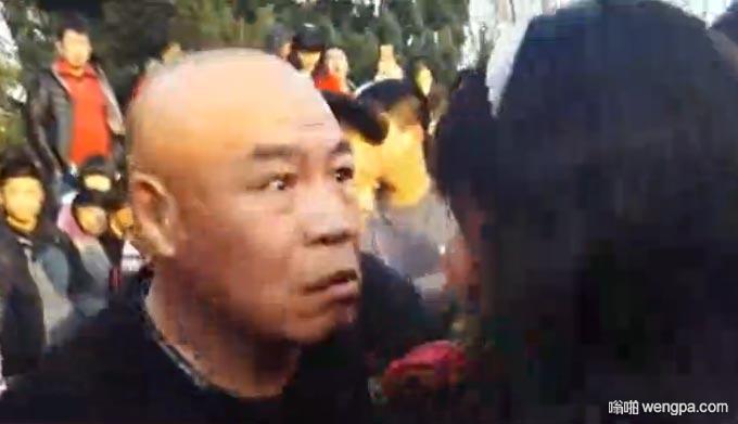 """【视频】大叔大妈街头跳""""尴尬舞""""似打架 看得我鸡皮疙瘩掉一地"""