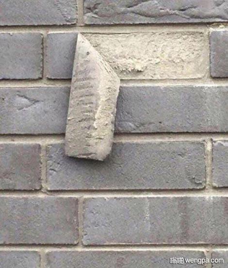 原来这种青砖是粘上去的