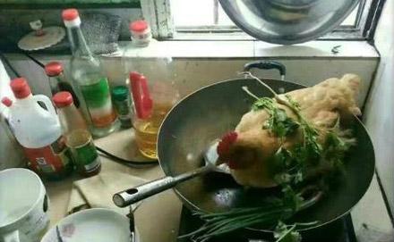 老婆第一次做饭 说要给我炖个老母鸡