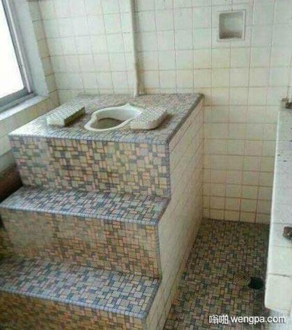 【上厕所搞笑图片】上个厕所有登基当皇帝的感觉 - 嗡啪网