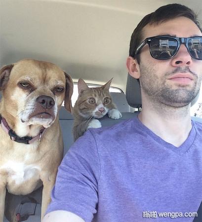 我在驾校学车的时候。旁边的是教练,后面的是我,前面的是同学