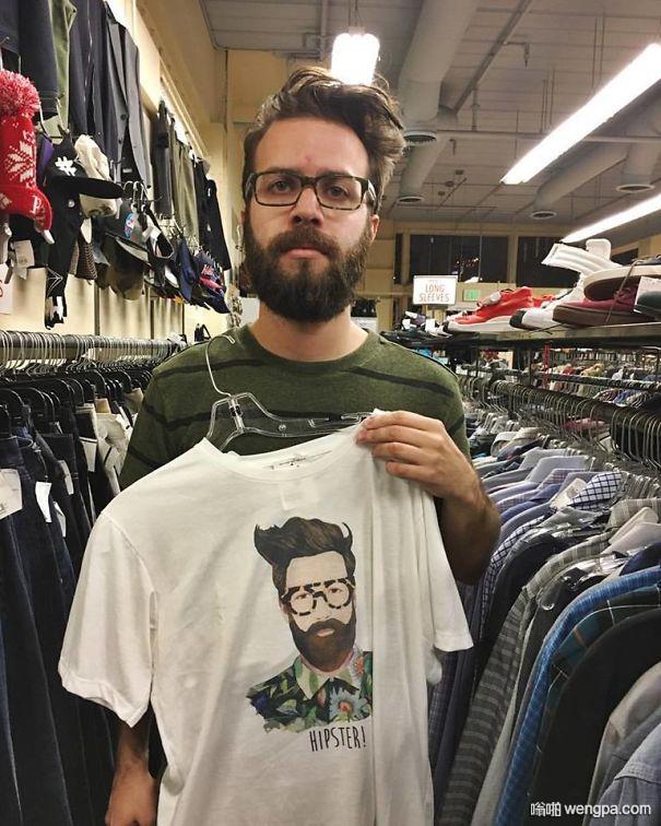 逛街遇到一件T恤