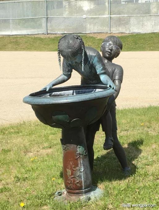 这雕塑总觉得怪怪的 内涵 搞笑雕塑 - 嗡啪网