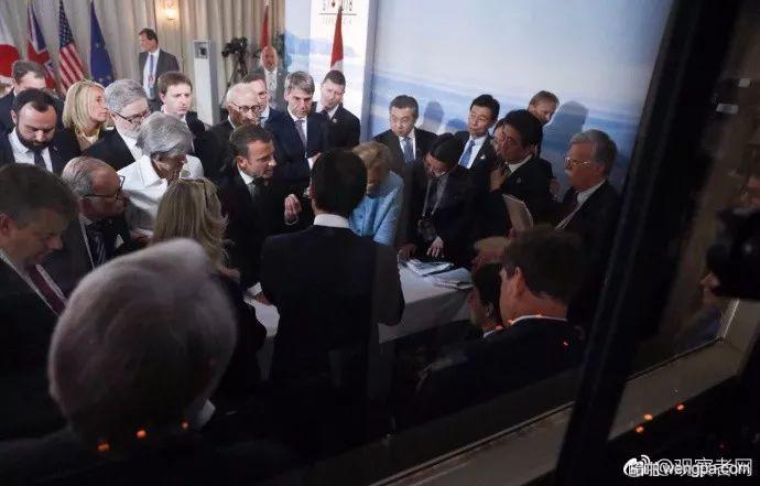 """默克尔发了张G7峰会照片:特朗普被""""围攻""""安倍也亮了"""