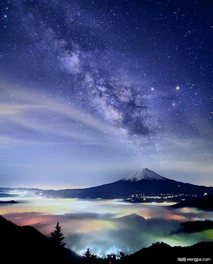 银河在斐济山上空