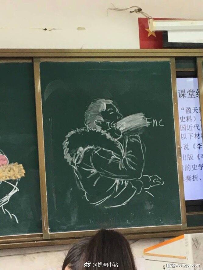 王思聪吃热狗被美术生盯上