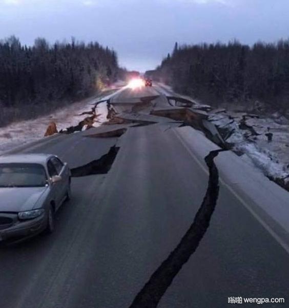 美国阿拉斯加安克雷奇地震现场