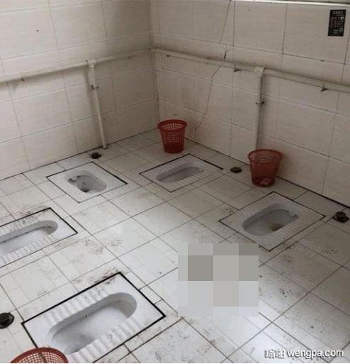 """大学生晒出自己宿舍卫生间的照片 意外""""火""""了"""