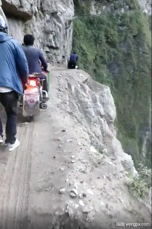 在这种路面骑车需要注意什么