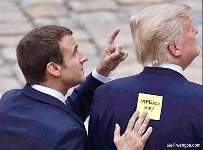 弹劾我!法国总统马克龙在特朗普背后偷偷贴了张纸条