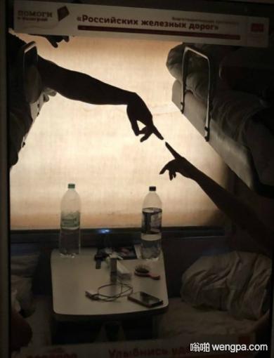 【搞笑图片】卧铺车厢里的上帝与亚当 - 嗡啪网