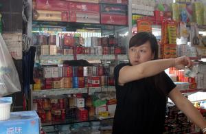 【笑话】去楼下的小超市买烟