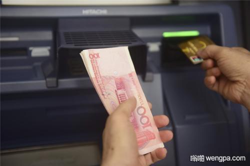 【搞笑段子】中午去ATM存钱