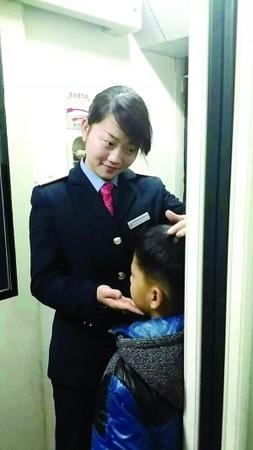 【笑话】火车上,一女的在列车员那补票