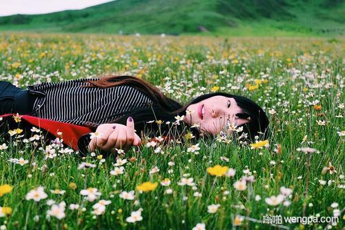 【笑话】带小外甥去爬山 我肚子疼躲进草丛里解决