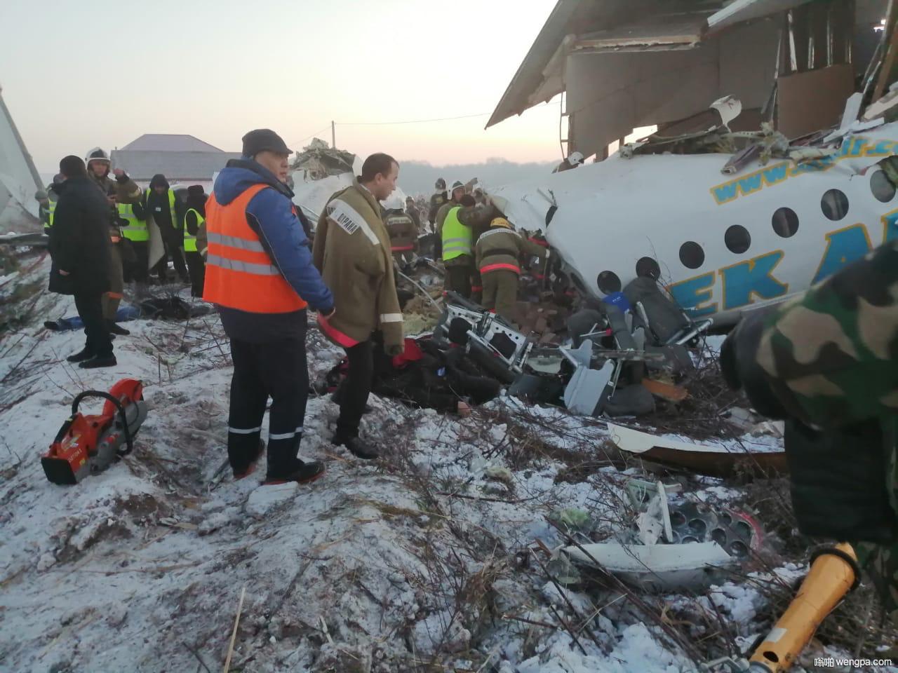 一架客机在哈萨克斯坦阿拉木图机场附近坠毁