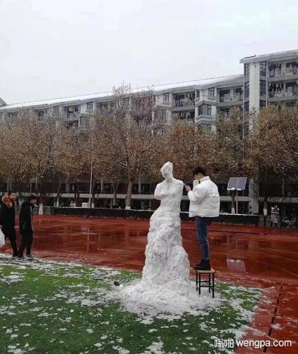 谁才是堆雪人界的王者?清华美院男生堆冰雪维纳斯