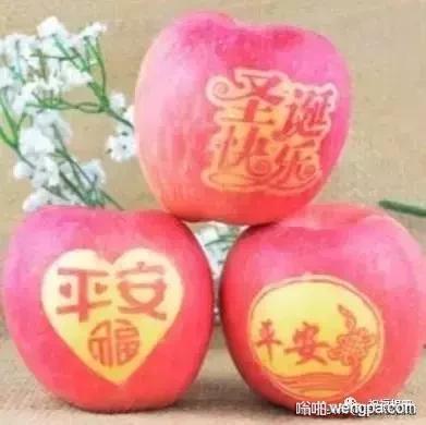 平安夜 卖苹果的老板有心了