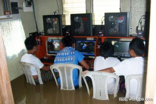 记的小学的时候和小伙伴一起去黑网吧上网