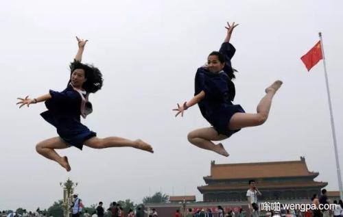 【搞笑段子】大学毕业那天,一直单身的舍友居然带了女朋友来看拍毕业照