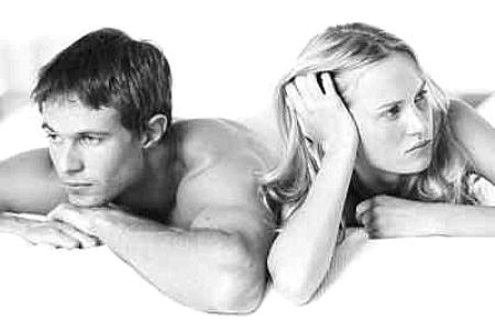 【夫妻笑话】和老婆冷战已经十天了 还是睡沙发
