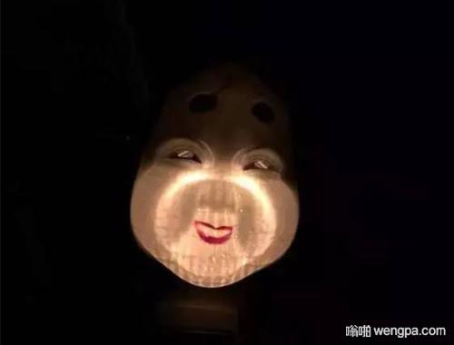【笑话】上次晚上开车遇到对面大货车灯光太刺眼了