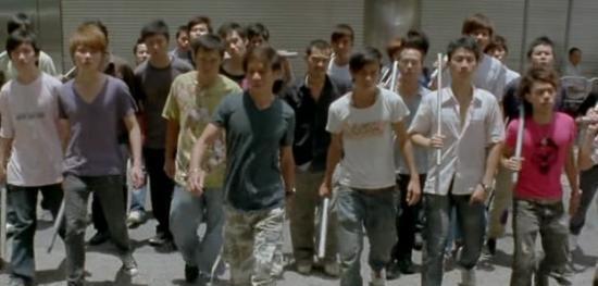 【笑话】同学打架 约好地点 对方找了30多人