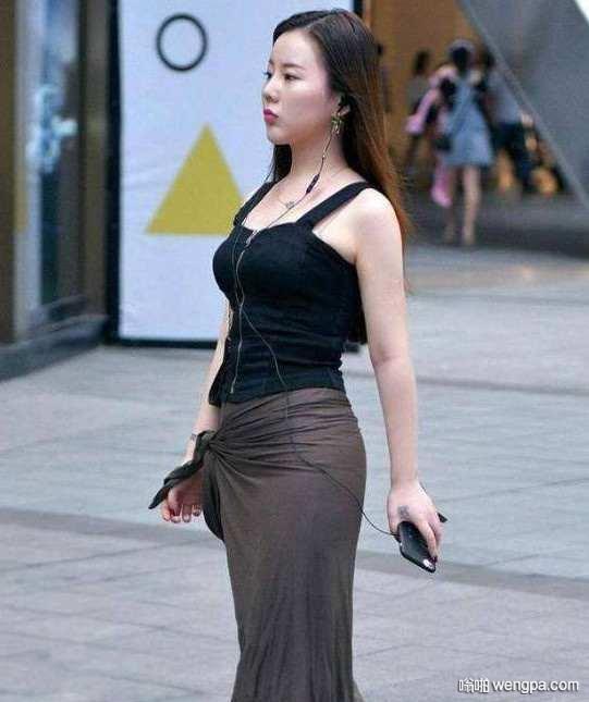 刚刚在街上看见前面一美女钱掉了
