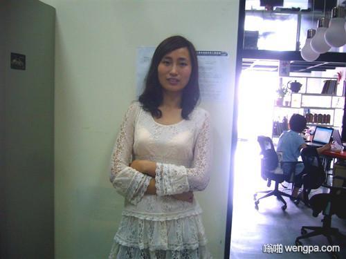 【笑话】有个年轻女同事 下班后经常微我 但每次都撤回消息