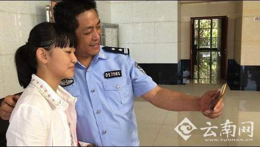 【笑话段子】老爸是个警察,现在退休了