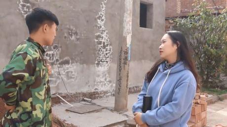 【搞笑段子】刚才在路上闲逛,竟然碰到前女友挽着她现任男友有说有笑的