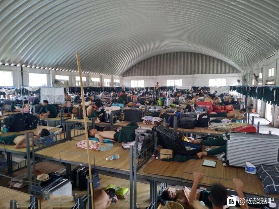 住在这么大的寝室  是不是感觉睡在露天广场