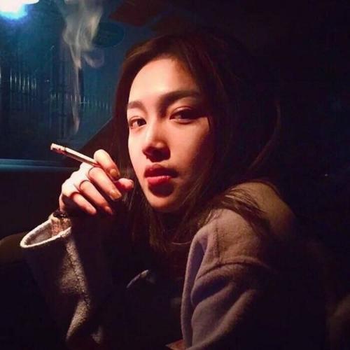 【笑话】和老公谈恋爱的时候老公就知道我抽烟