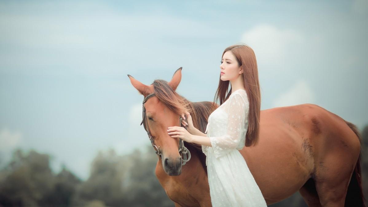 美女女孩 脸 棕色头发 长发 白色裙子 马 友谊 5k壁纸