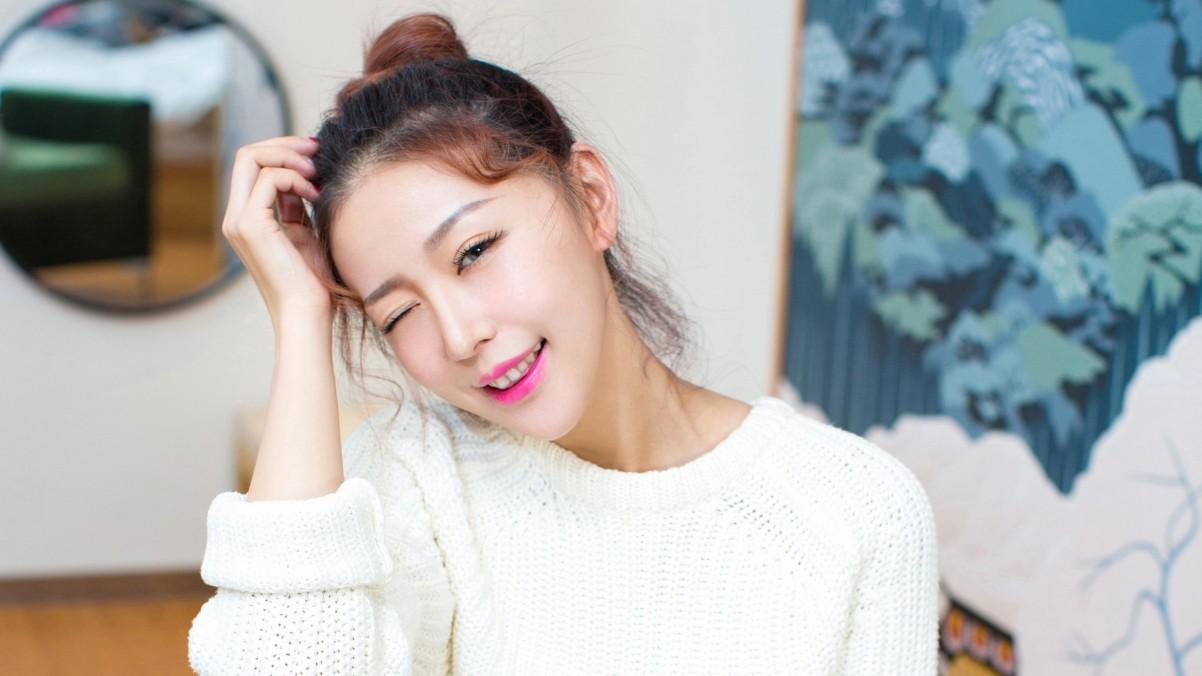 穿白色毛衣美女刘嘉琦4k壁纸