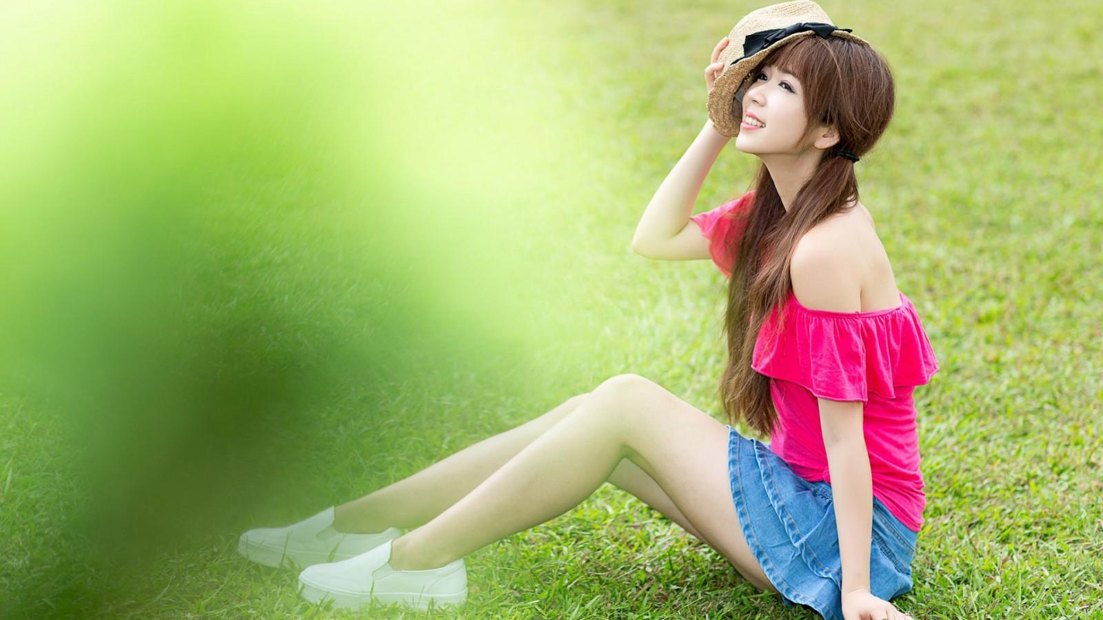 花样少女,绿色草地,夏天,自然,小清新,可爱,青春,美女壁纸