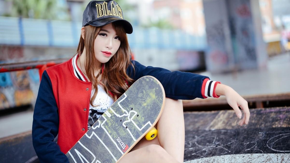 滑板时尚美女4K壁纸