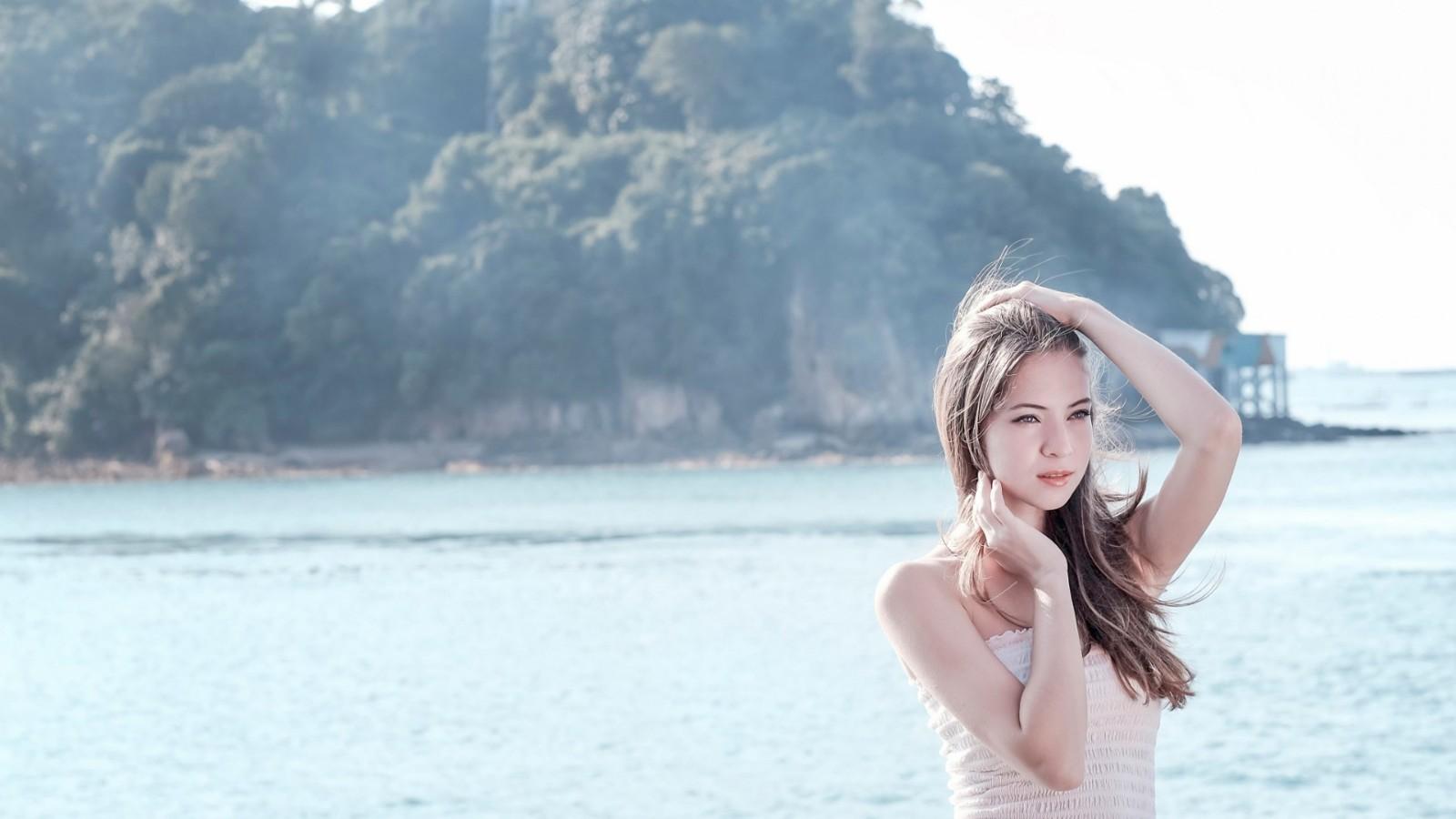 漂亮女孩,海边风景,长头发,美丽的眼睛,壁纸
