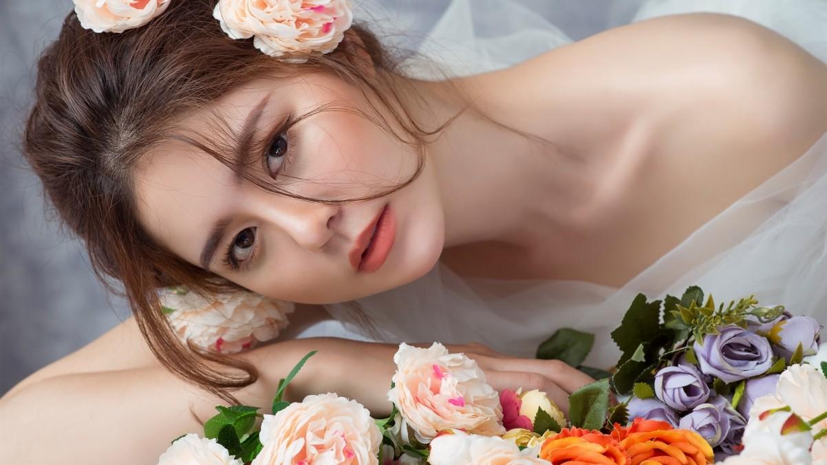 新娘 玫瑰 露肩 4k美女壁纸
