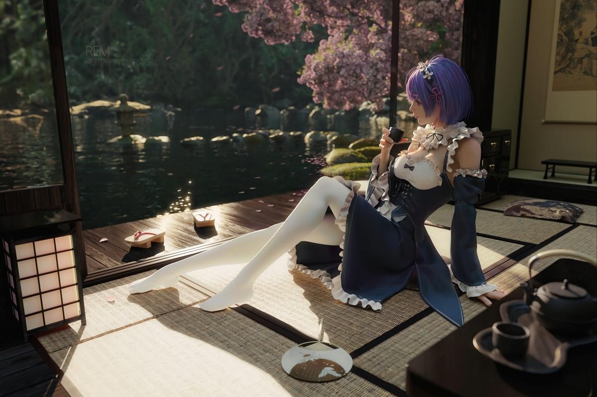 女孩 紫色短发 连衣裙 白色裤袜 坐在凉席上 茶 凉鞋 樱花 4k动漫壁纸