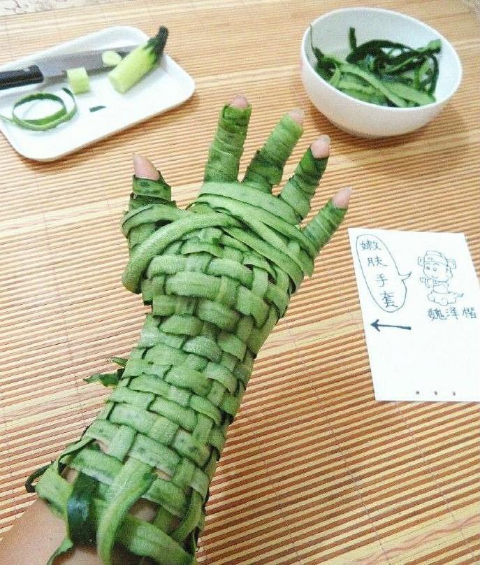黄瓜的新用法:黄瓜手套,好滋润~