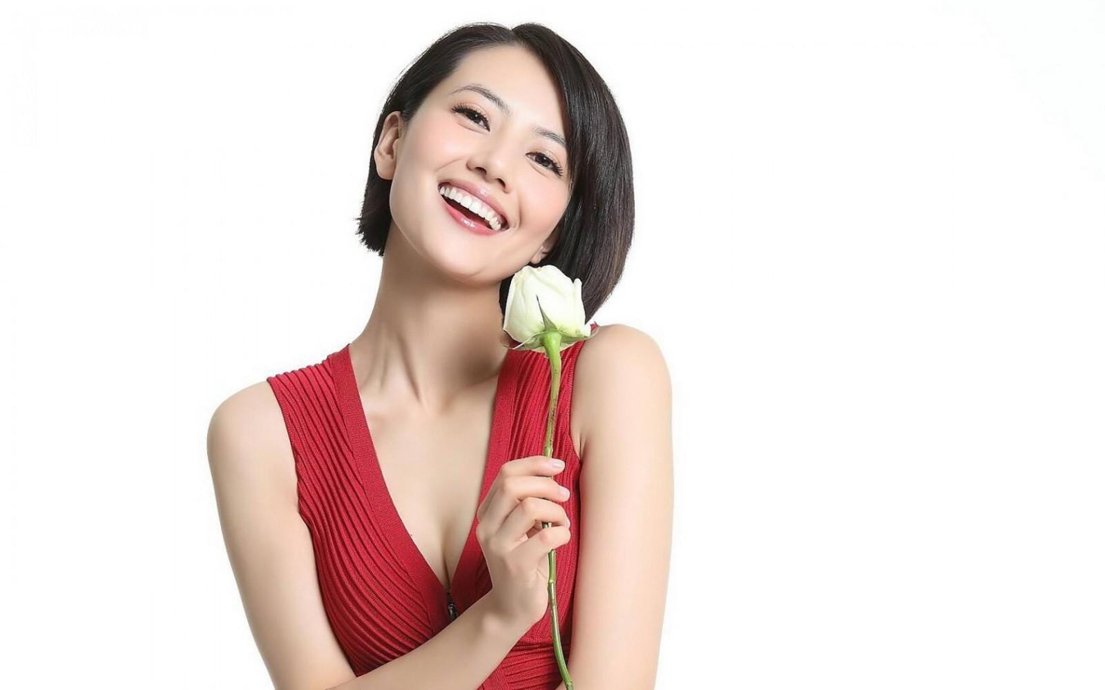 高圆圆-如玫瑰一般的女人壁纸图片