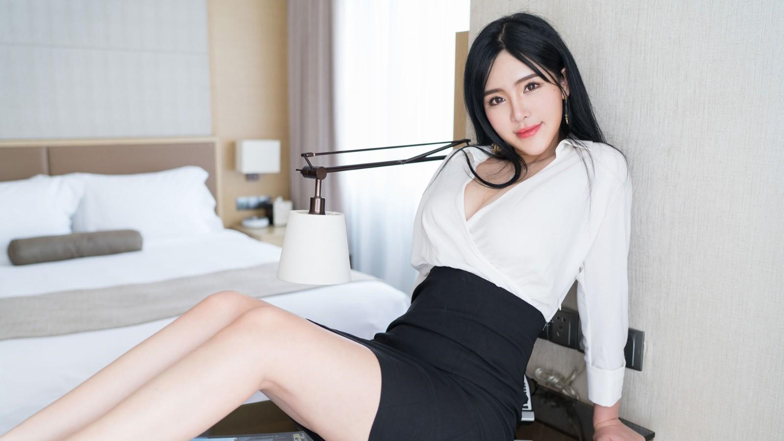 刘钰儿 白色衬衫黑色短裙美女壁纸