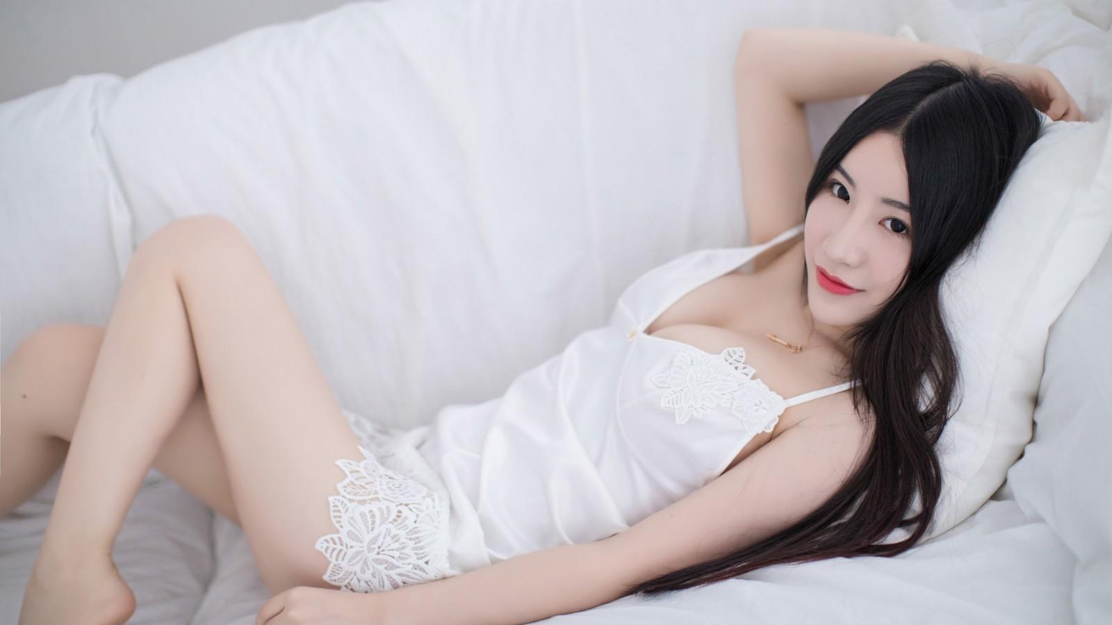 白色睡裙美女谢芷馨Sindy壁纸