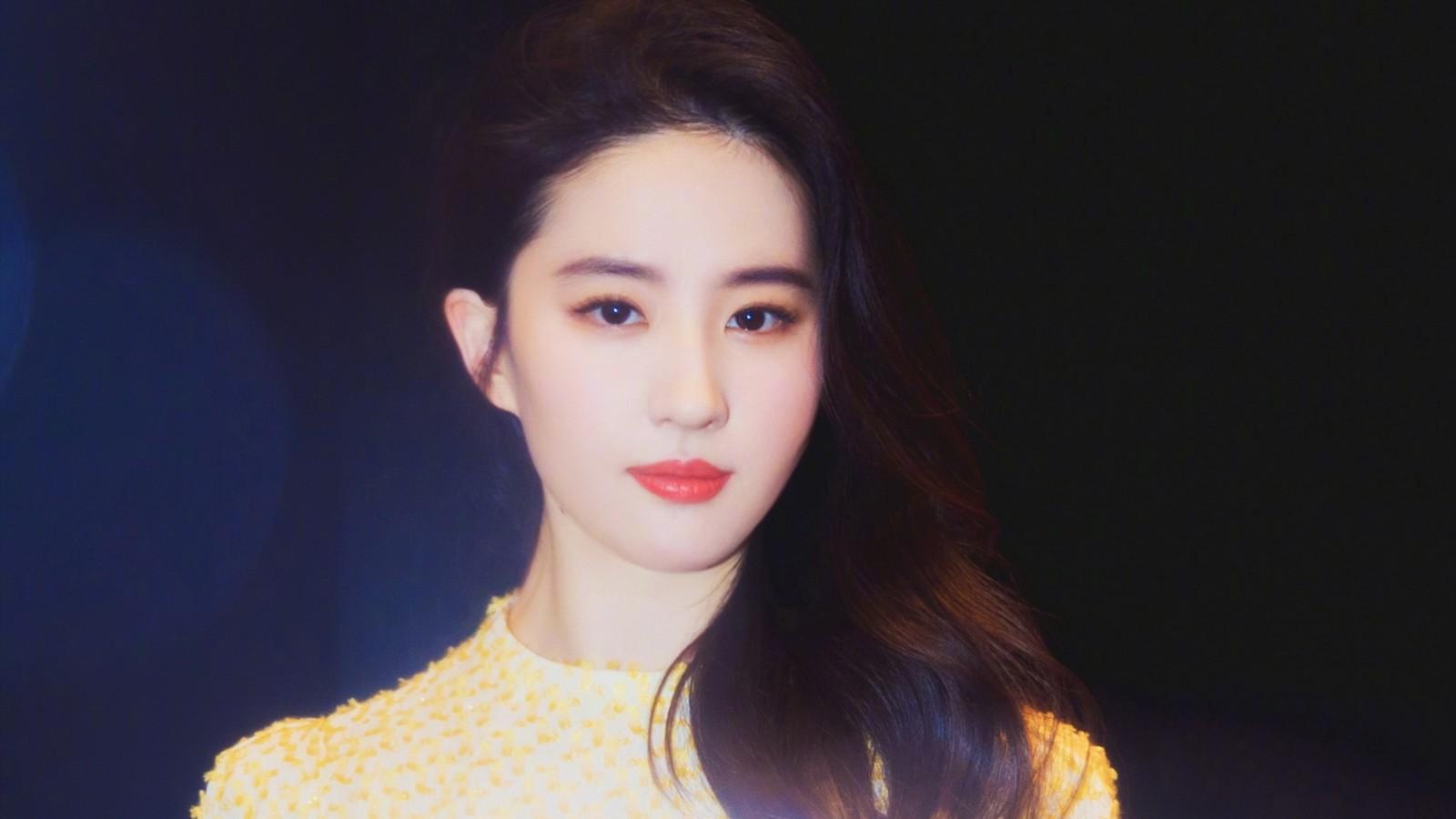刘亦菲精致脸庞桌面壁纸