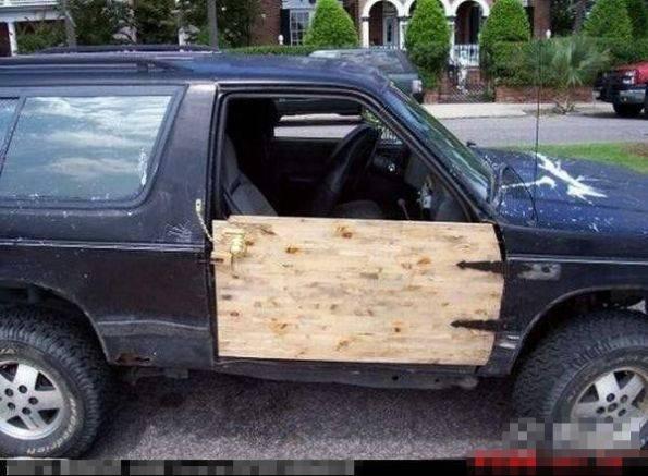 史上超搞笑雷人汽车门恶搞图片