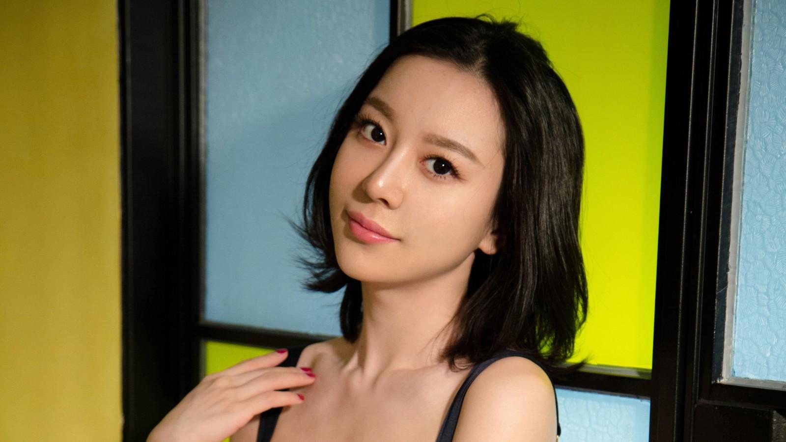 慕羽茜 短发美女模特桌面壁纸