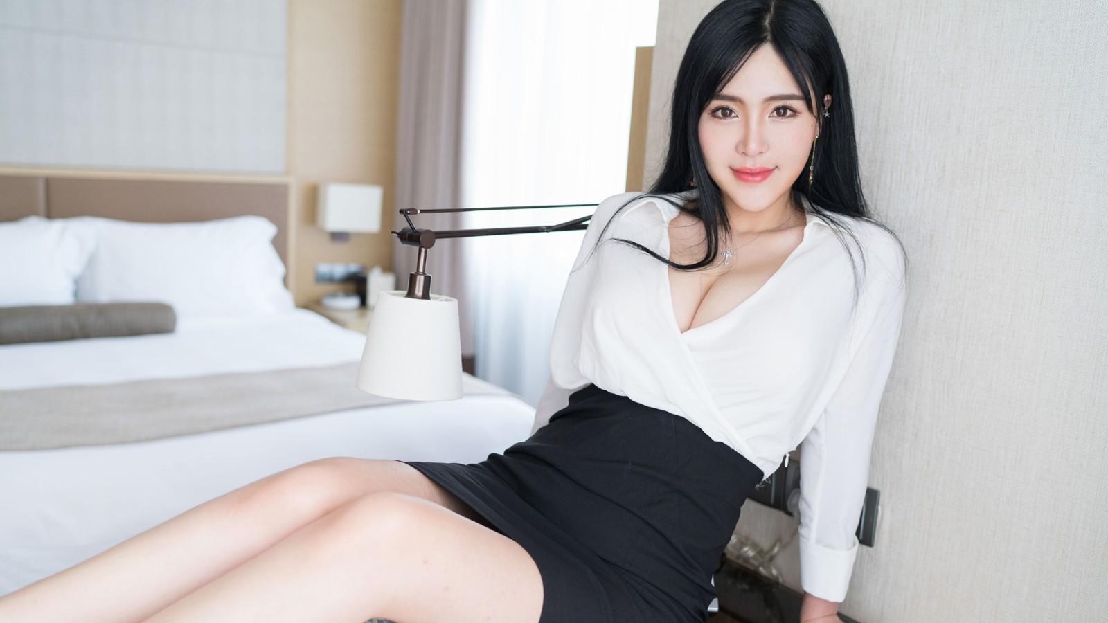 刘钰儿白衬衫黑色短裙性感美女电脑壁纸