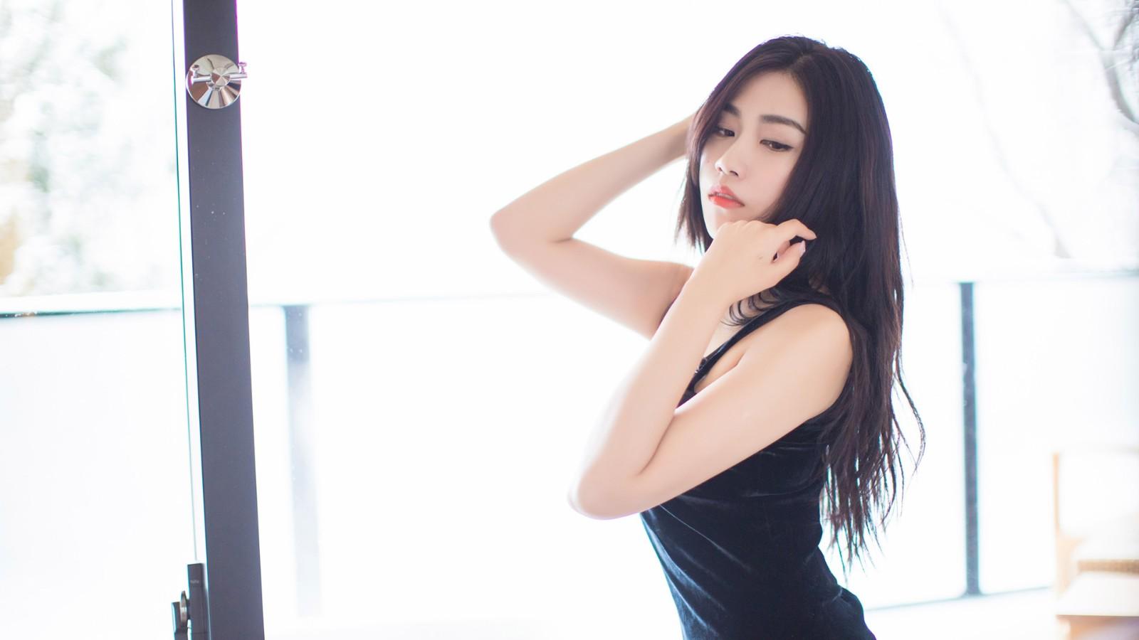 长发黑色连衣裙美女许诺壁纸